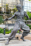 Bruce Lee-standbeeld in Hong Kong wordt gevestigd dat Royalty-vrije Stock Foto's