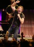Bruce Springsteen et son E Street Band exécutent photographie stock libre de droits