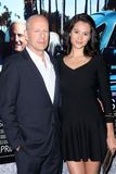 Bruce Willis, Emma Heming lizenzfreie stockbilder