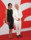 Bruce Willis & Emma Heming arkivbilder