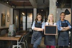 Bruch-zufälliger Kaffeestube-Mitarbeiter-nettes Konzept stockbilder