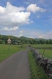 Bruchsteinwand in Derbyshire England Stockbilder