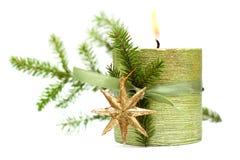 Bruci la candela di natale, il nastro verde, stella dell'oro Immagine Stock