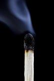 Bruci la partita con il fondo del nero di fumo immagini stock libere da diritti