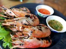 Bruci la salsa di frutti di mare e del gamberetto su un piatto Fotografie Stock Libere da Diritti