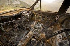 Bruciato fuori ed automobile arrugginita Immagine Stock