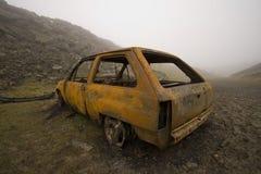 Bruciato fuori ed automobile arrugginita Fotografia Stock