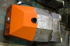 Bruciatore arancio moderno della pallina che mette sul pavimento prima dell'installazione Fotografia Stock Libera da Diritti