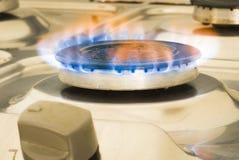Bruciatore a gas sulla stufa Immagine Stock