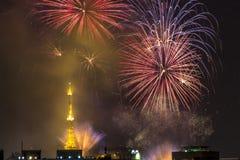 Bruciatura dei fuochi d'artificio durante il Reveillon nel Brasile Immagine Stock Libera da Diritti