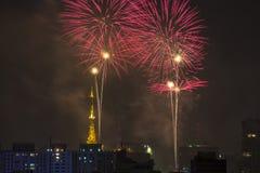 Bruciatura dei fuochi d'artificio durante il Reveillon nel Brasile Immagini Stock Libere da Diritti