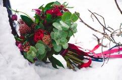 Brud- bukett med röda och burgundy färger Royaltyfria Bilder