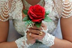 Brud- bukett med röda rosor Royaltyfria Foton