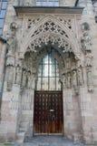 Brud- dörröppning av St Sebalduskirche i Nuremberg Royaltyfria Foton