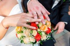 Brud- gifta sig för buketter Arkivbild