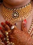 Brud- guld- halsband Arkivfoto