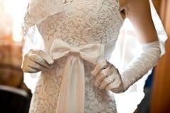 Brud i den vita klänningen Royaltyfria Foton