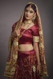 Brud i etnisk klänning fotografering för bildbyråer