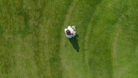 Brud i flyg- sikt för vit klänning stock video