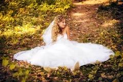 Brud i hennes bröllopdag Arkivfoto