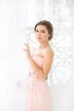 Brud i rosa färgklänning Royaltyfri Bild