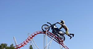 Brud jechać na rowerze wyczyn kaskaderskiego obraz royalty free