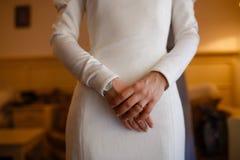 Brud- klänning och tillbehör Arkivfoton