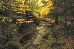 brud- liten vikfalls den ohio som parken grejar USA, skyler Royaltyfri Foto