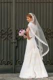 Brud med buketten royaltyfri bild