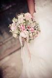Brud med buketten Royaltyfria Foton