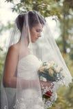 Brud med en bukett i handen Royaltyfri Fotografi