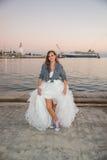 Brud med gymnastikskor Royaltyfria Foton
