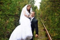 Brud med hans brudgum Royaltyfri Fotografi