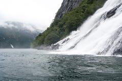 Brud- Norge - skyla nedgångar - Geirangerfjord Royaltyfria Foton