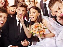 Brud och brudgum i photobooth. Royaltyfri Fotografi