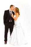 Brud och brudgum i studio Arkivfoto