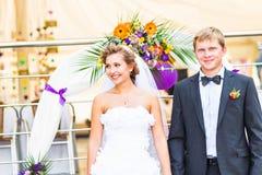 Brud och brudgum på bröllopmottagandet royaltyfria foton