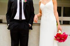 Brud och brudgum Together på bröllopdag Arkivfoton