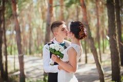 Brud- och brudgumhandbukett Royaltyfri Fotografi
