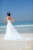 Brud på strandbröllop Arkivbild
