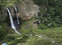 Brud- skyla (Manto de la novia), vattenfallet, Banos, Ecuador Fotografering för Bildbyråer