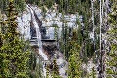 Brud- skyla nedgångar i de steniga bergen II Arkivbild