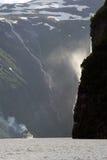 brud- skyla vattenfallet Royaltyfri Fotografi