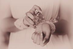 Brud som applicerar doft på henne wrist royaltyfria foton