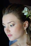 Brud som får på smink Royaltyfria Bilder