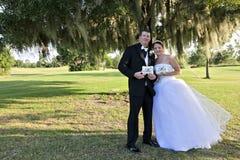 brudbrudgum som att gifta sig bara Royaltyfri Bild