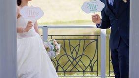 brudbrudgum som att gifta sig bara Arkivfoton