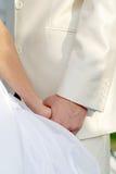 brudbrudgummen hands s Royaltyfri Bild