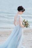 Bruden är härlig som en ängel fotografering för bildbyråer