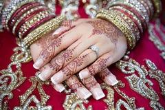 bruden hands s Royaltyfri Fotografi